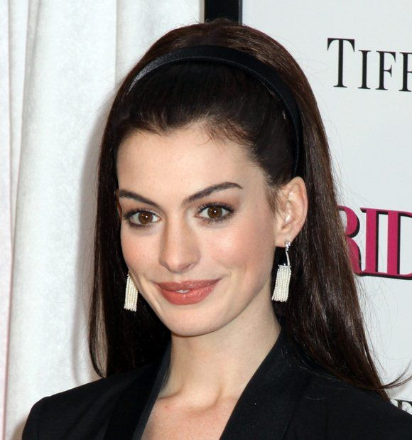 Anne Hathaway Smile Face Wallppers
