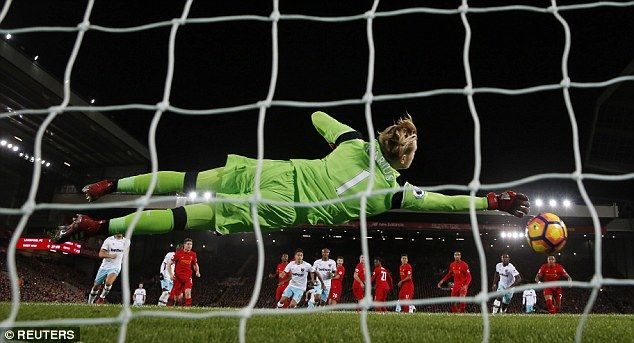 Carragher And Redknapp: Loris Karius Should Be Dropped For