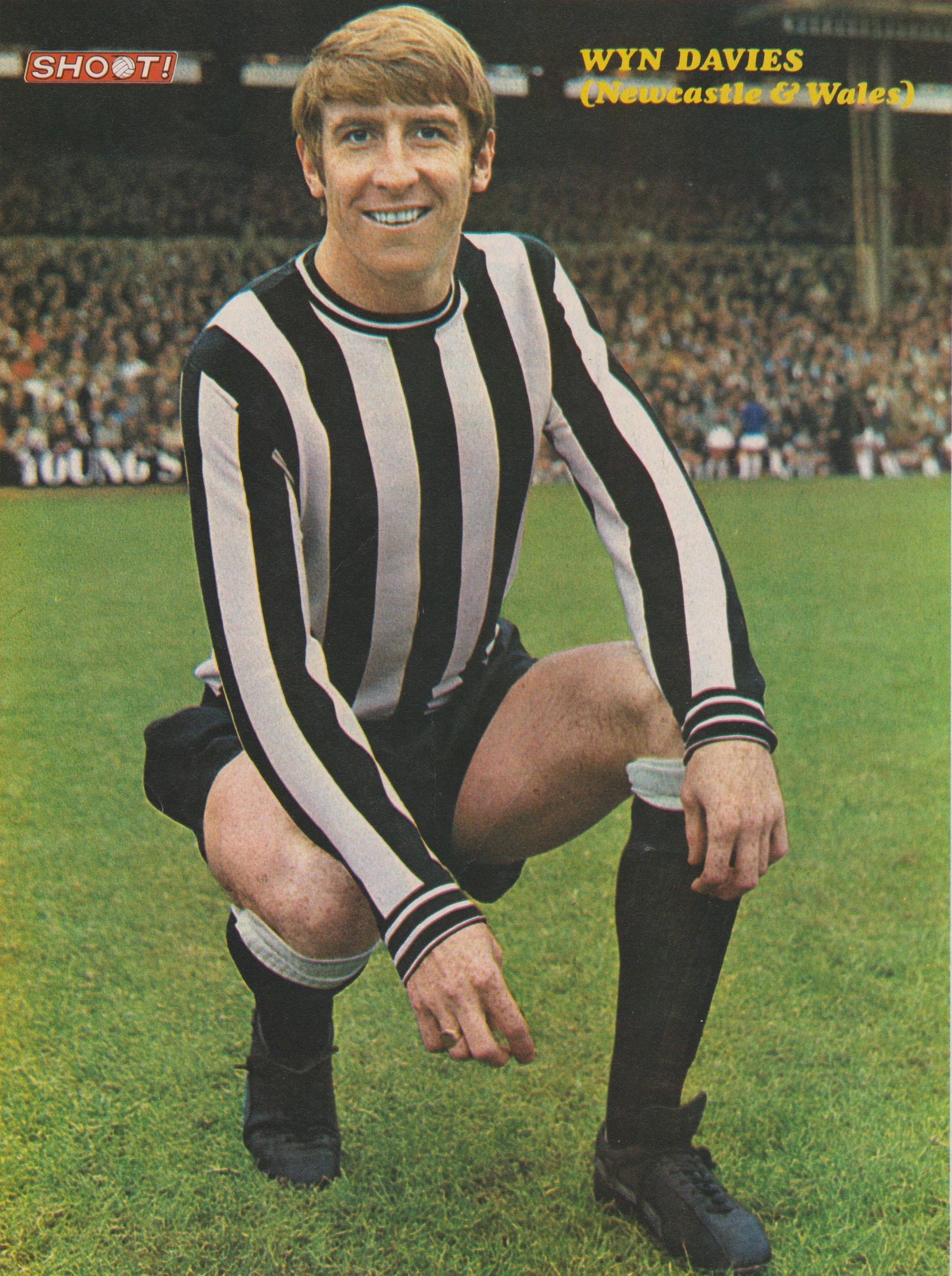 Wyn Davies Newcastle United 1969 Newcastle united, Newcastle