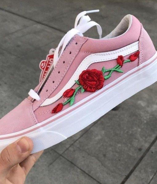Tenis branco e rosa com flor | Boot | Tenis sapato, Sapatos