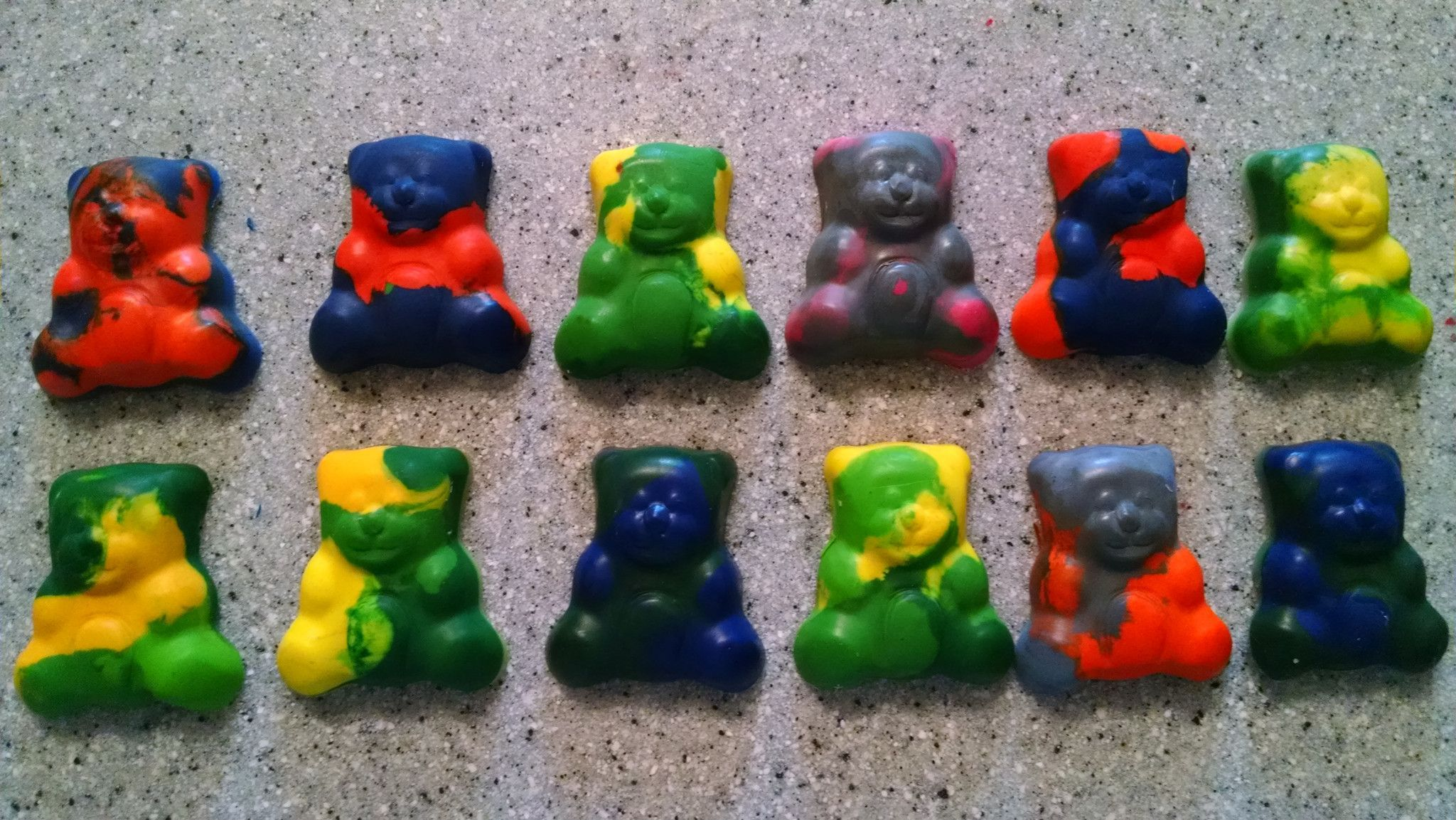 Bear crayon magnets