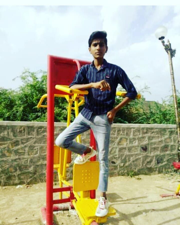#followers #healthylifestyle #posewithkartikaaryan #lookdodia #look #royal #pali #jaipur #fitness #g...