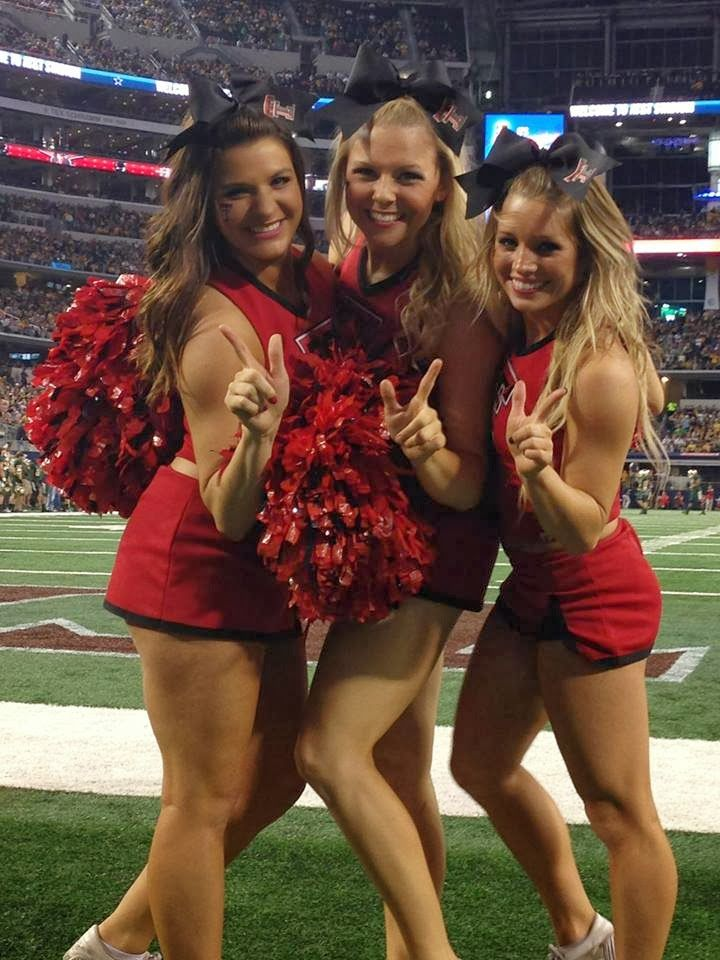 NFL and College Cheerleaders Photos: Mississippi State