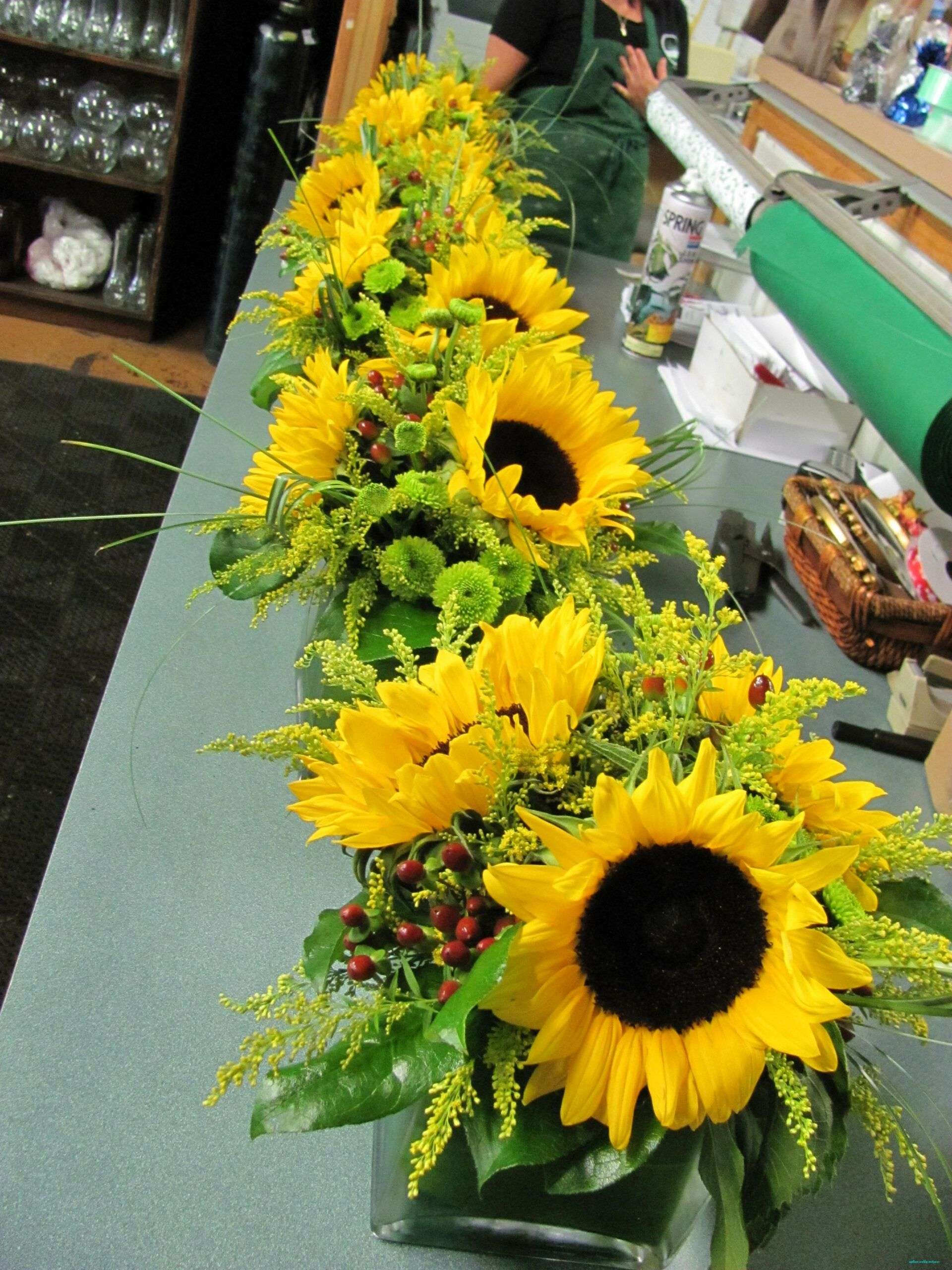 Pin by Kelly Price on Center pieces in 2020 Sunflower
