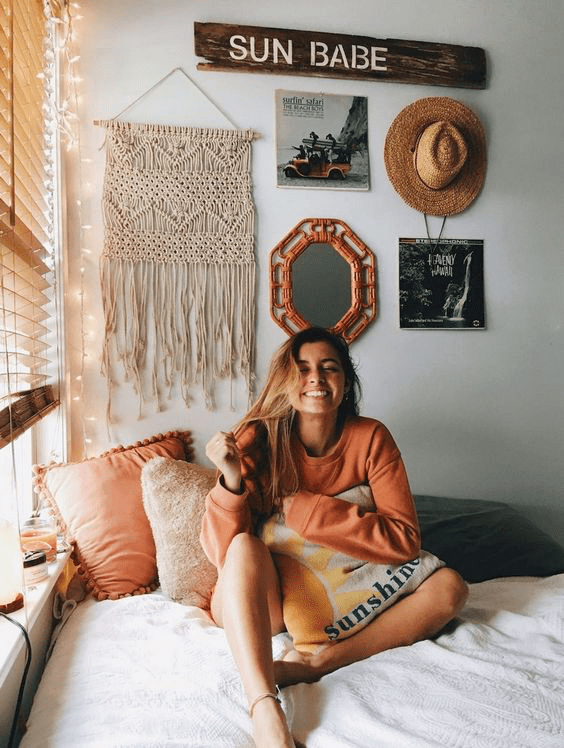 7 Stunning Wall Gallery Ideas To Use In Your Dorm Room - Simply Allison