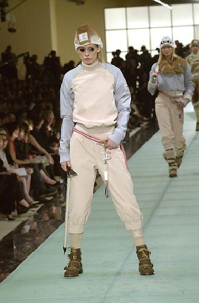 Chanel FW 2001 r-t-w