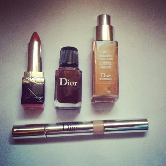 A quien  le guste que levante la primera ceja. Cositas que nos matan! #makeup #lovetry #glam. La base y el iluminador son perfectos!