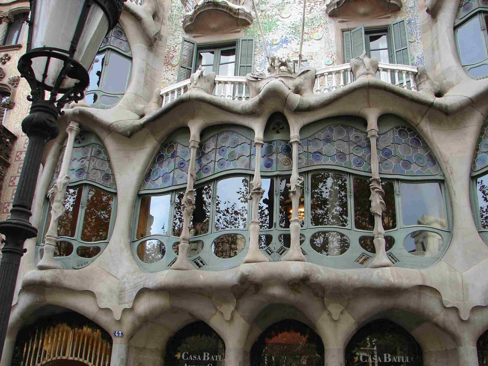 Famous Buildings Spain Cities Gaudi With Images Gaudi