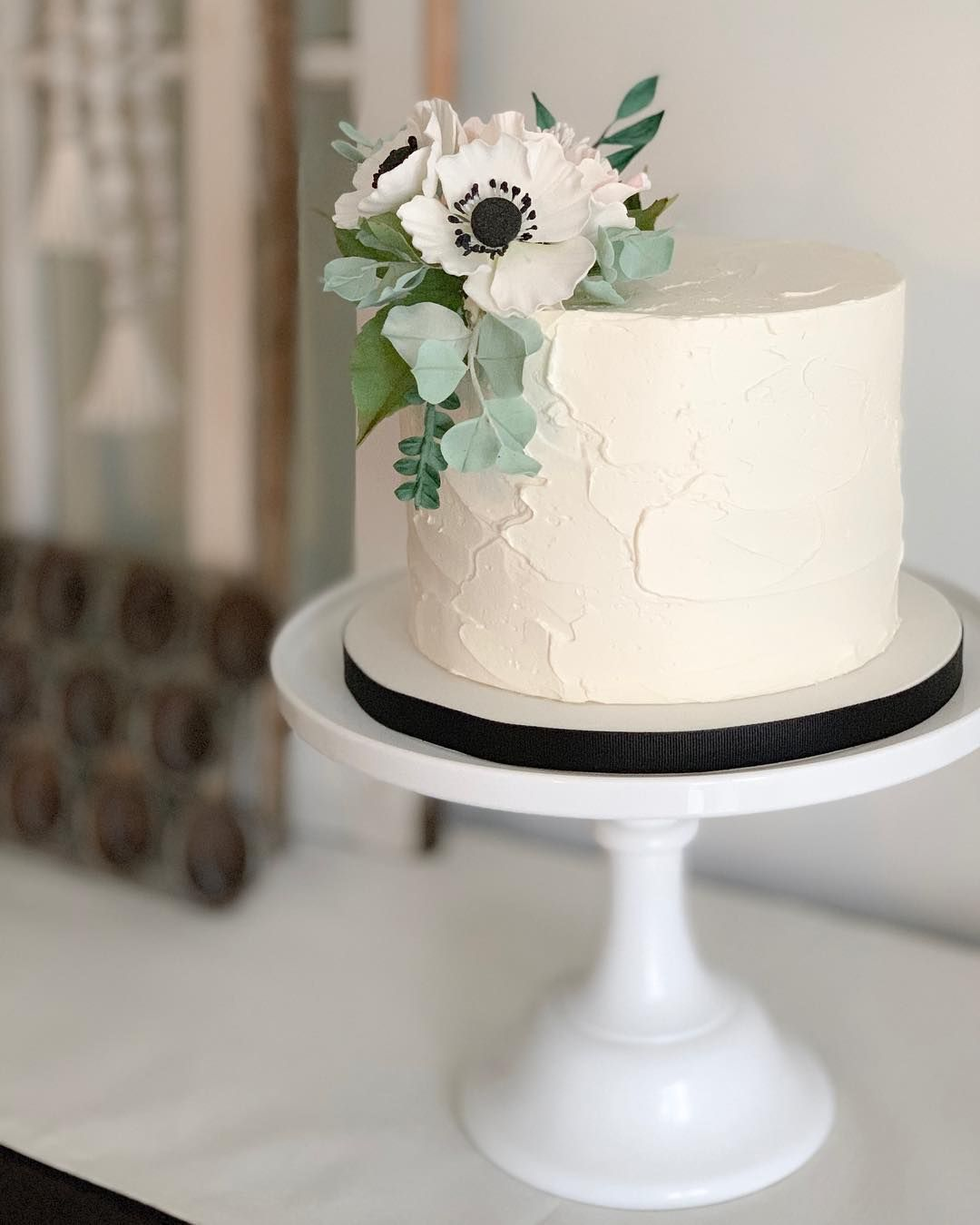 I Just Love This Sweet Simple Little Wedding Cake Anemone Tutorial Is On The Site Learntocake Com Or Wedding Cake Pops Ivory Wedding Cake Simple Wedding Cake