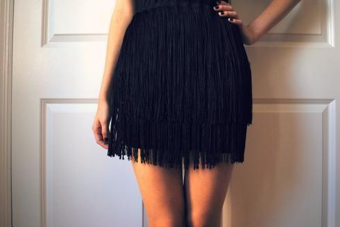 transformer vieux vêtements jupe ajouter franges DIY Custom - black skirt halloween costume ideas