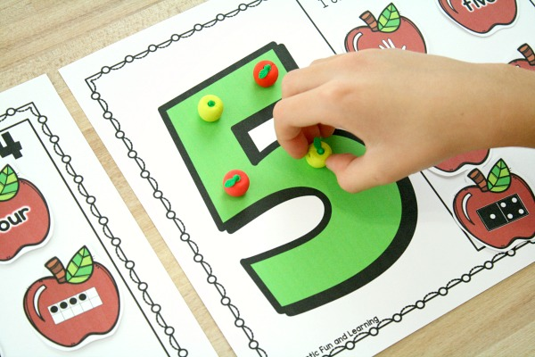 Counting Numbers Apple Math Mats Preschool apple theme
