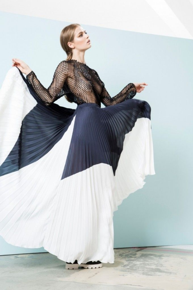 Pleated skirt and sheer top // Antonia Goy SS15 // Interview German Spook Magazine