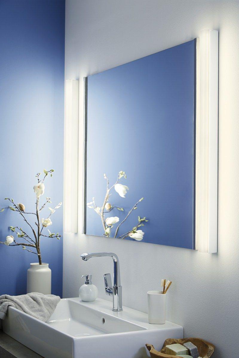 moderner Badspiegel mit Beleuchtung