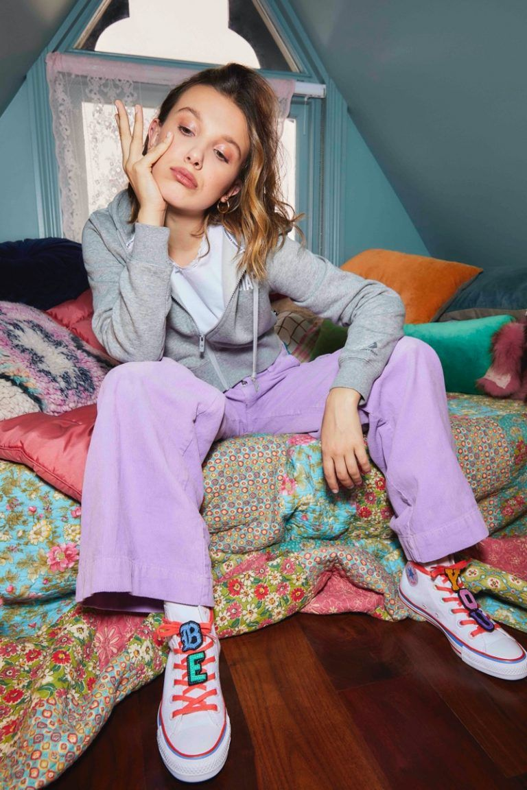 Millie Bobby Brown Models Her Second Collaboration With Converse Vibzn Com In 2020 Bobby Brown Millie Bobby Brown Brown Outfit