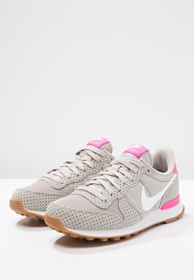 sports shoes fc4c7 d0199 Nike Sportswear INTERNATIONALIST - Trainers - light iron ore summit  white medium brown