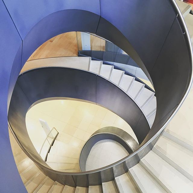 Best The Splendidly Sinuous And Irregular Staircase At The 400 x 300