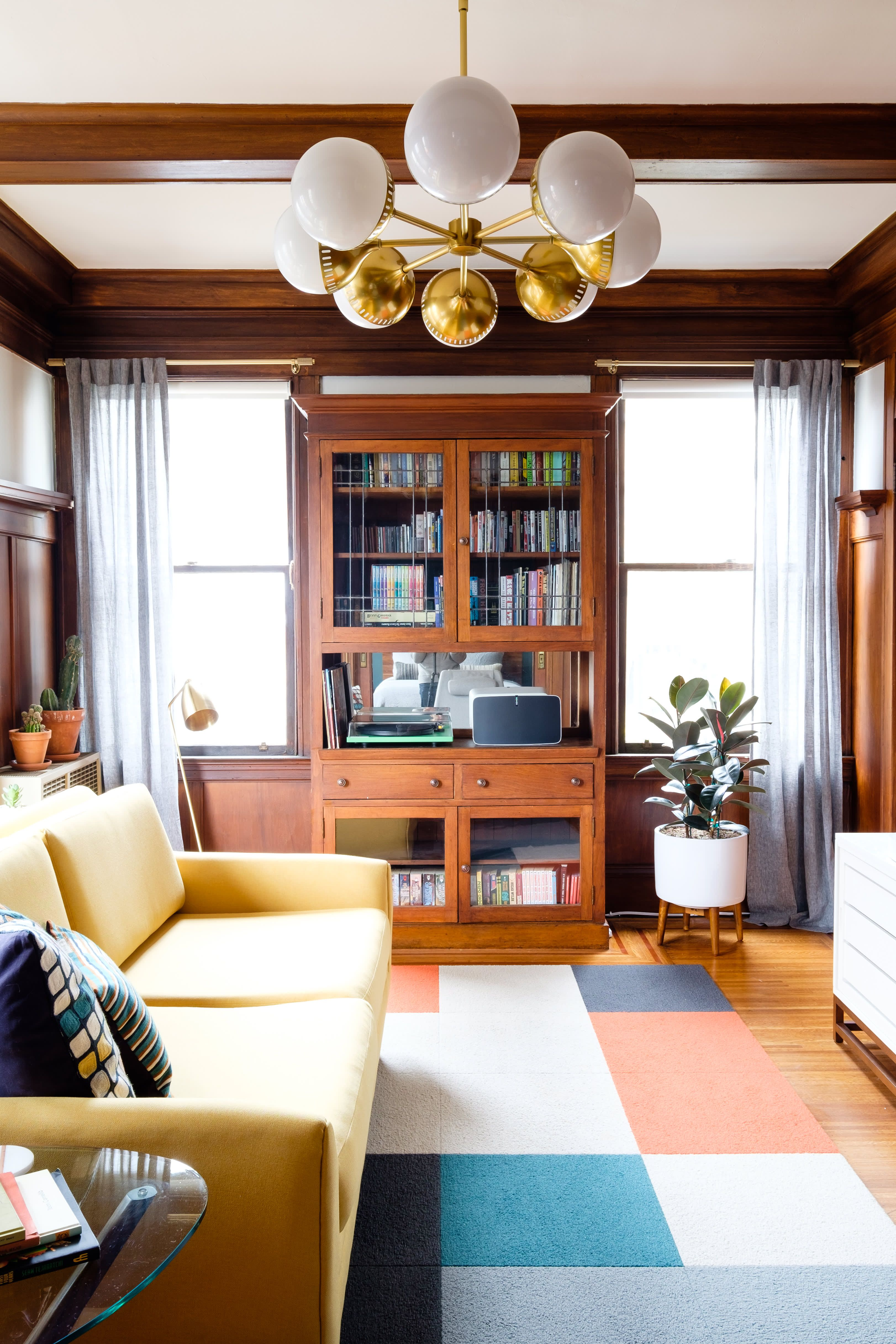 A Small San Francisco Rental Apartment Is Full Of Warmth Wood And A Splash Of Color Luxury Living Room Design Luxury Living Room Livingroom Layout