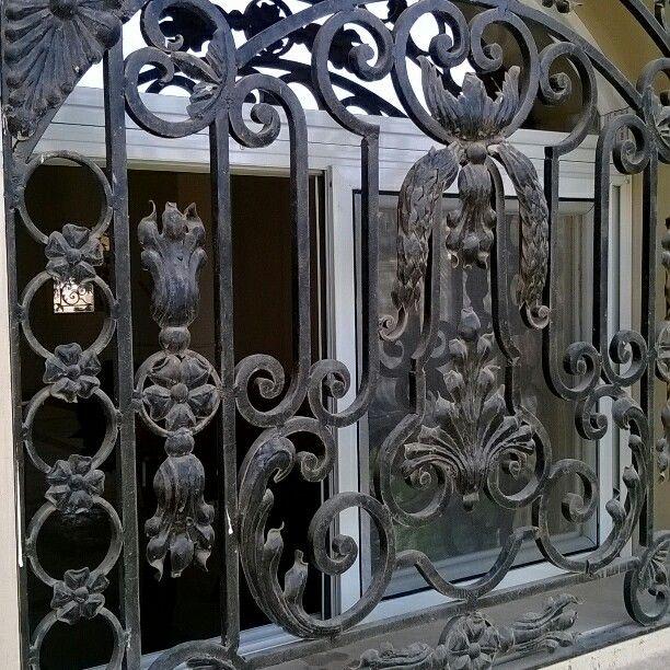 شباك حديد مشغول Iron Gates Store Door Door Handles