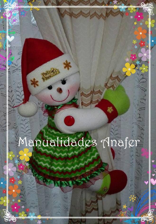Linda parejita de muñecos de nieve sujeta cortinas Elaborados con