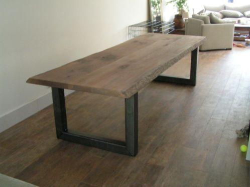 Eetkamertafel stalen frame deze in het vierkant en dan 3 stuks hoe meer gasten aan tafel hoe - Tafel eetkamer industriele ...