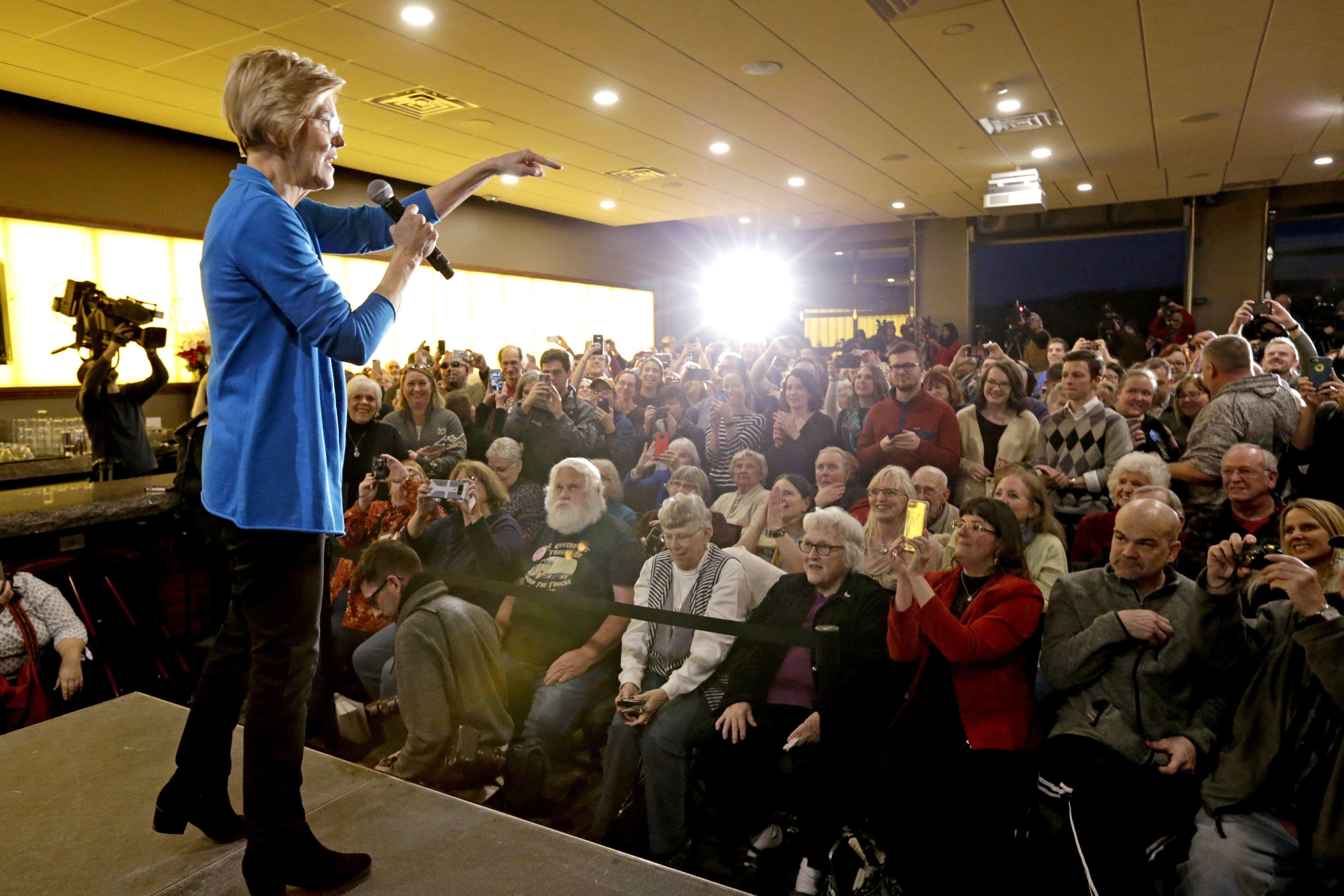 Elizabeth warren blitzes iowa with populist message with