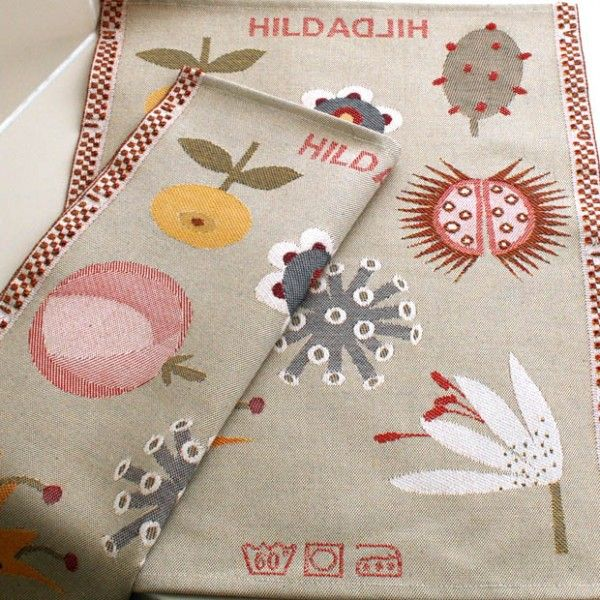 Striking blooms and seedheads adorn this charming hand towel by Lott Hildebrand. Woven in Sweden