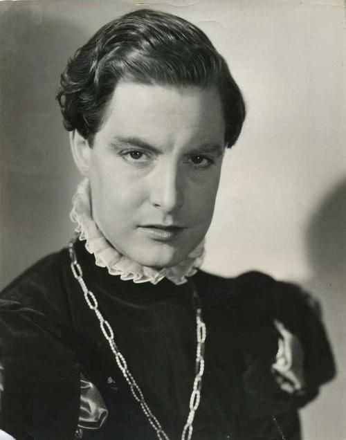 Robert Donat As Thomas Culpeper The Private Life Of Henry Viii Robert Donat Celebrities Male Best Actor