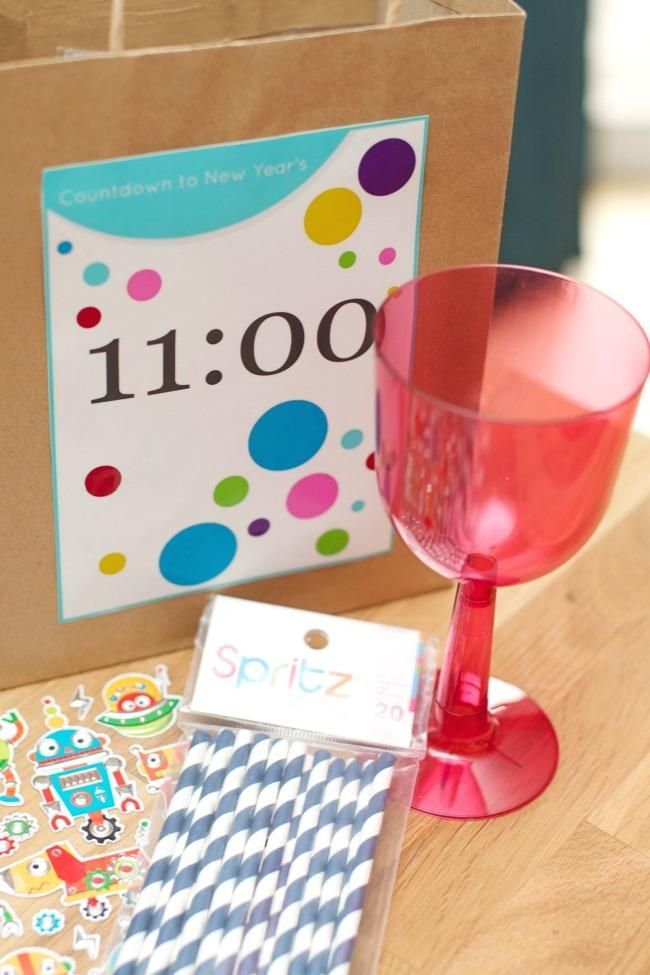 New Year's Eve Countdown Bag Ideas + Free Printables   New ...