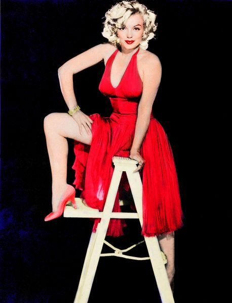 Marilyn Monroe Living Room Decorations: Mm Marilyn Monroe In Hot Red Dress And Red Heels