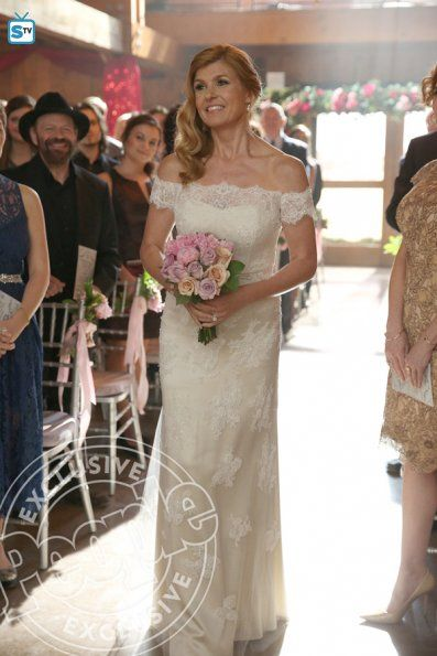 Nashville Rayna in her wedding dress to wed Deacon 4x11 | TV Shows ...