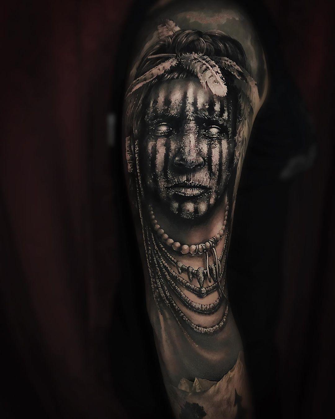 Repostando essa peça que continua se destacando entre meus últimos trabalhos. Feita com paciência, respeito e dedicação junto com o amigo @andrepoerschke  PuroSangueTattooStudio  @rafaelalves013 Dúvidas e agendamentos 49 98825.3052  Acesse www.purosanguetattoo.com.br  #blackandwhite #blackandgreyink #purosanguetattoo #tattoo #tattoos #bestattoo #tattooistartmag #tattooer #tattooig #surealism #realismotattoo #blackandgrey #blackandgreytattoo #tattoopretoecinza #tatuagemrealista #tattoobrazil #tat