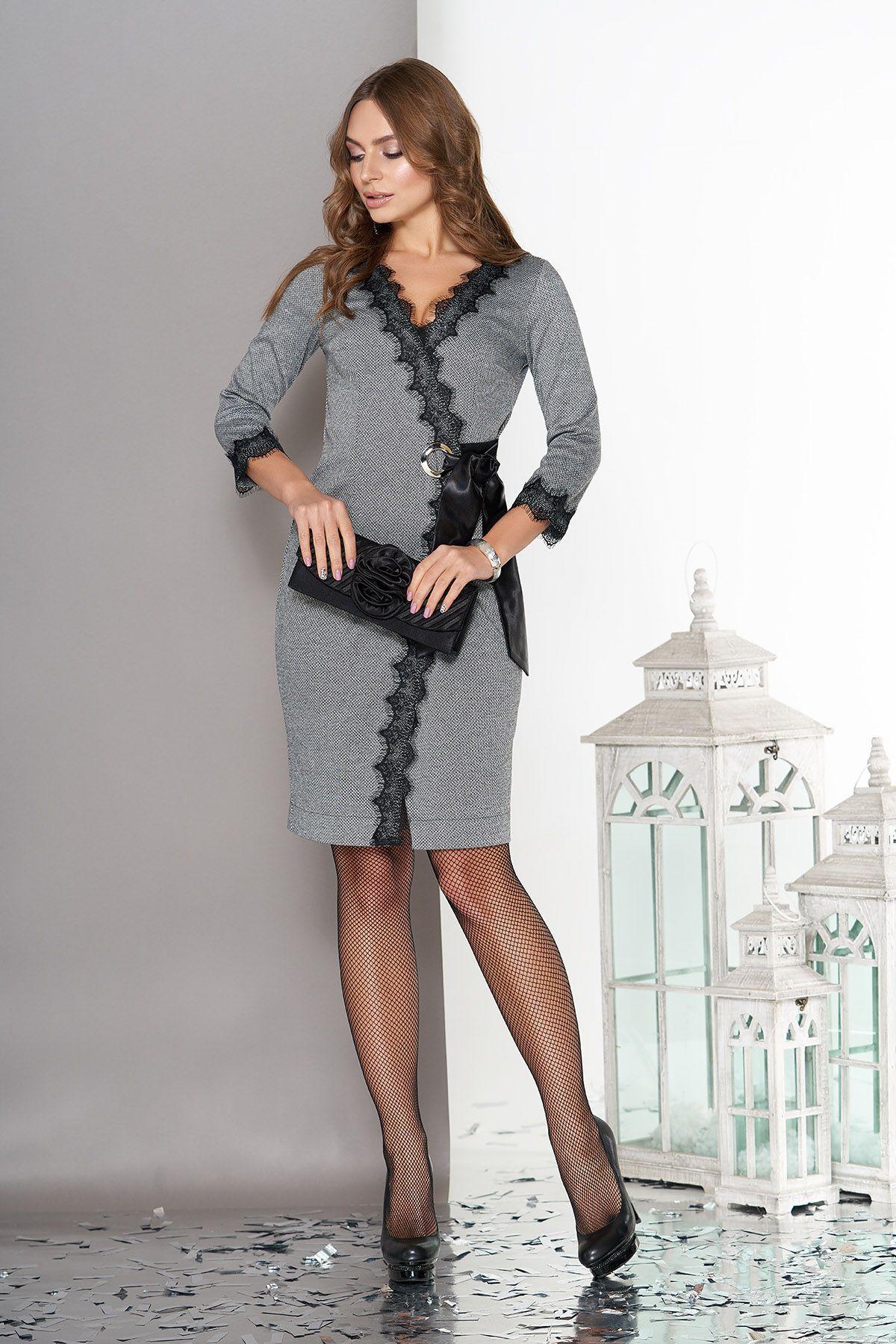 8d43462dad91ffd Элегантное платье-халат с кружевной отделкой и кроем на запах,  образовывающим V-образный