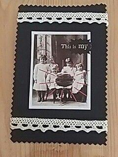 Postkartencollage aus Zeitungsauschnitt und spitze