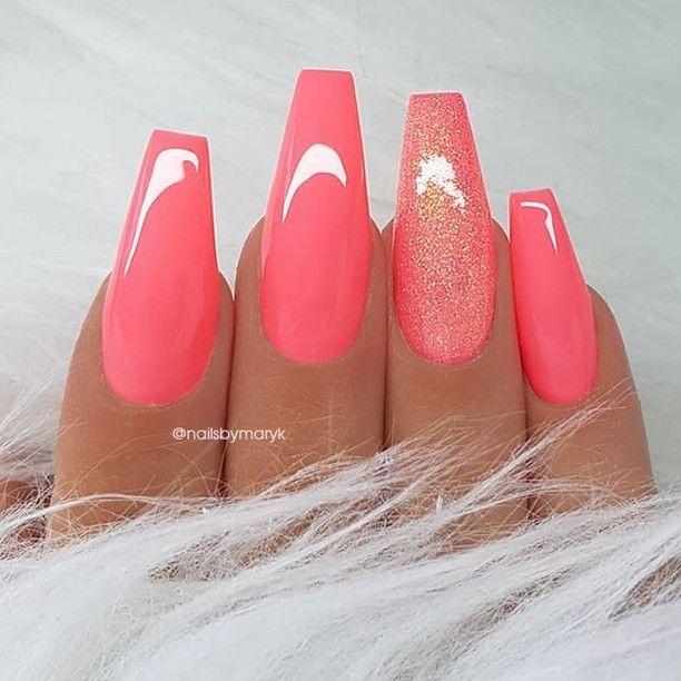 25 + › REPOST – – – – Coral-Pink und Glitter auf langen Sargnägeln – – – – Bild und N … #longnails