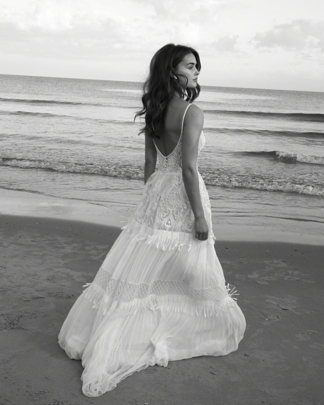 Lightweight wedding dresses  Scoop Neckline Boho Beach Wedding Dress with TasselsAn elegant