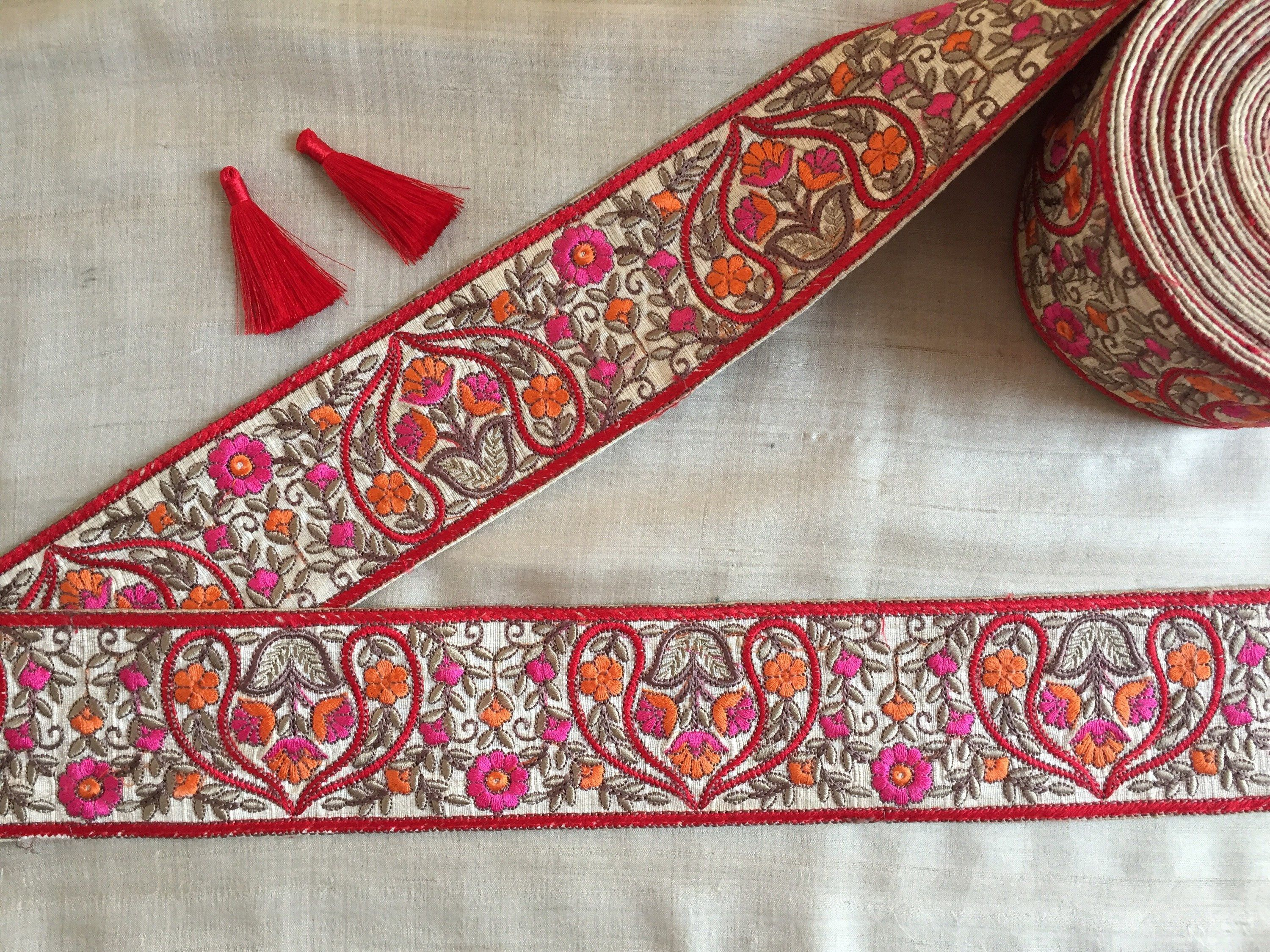 ATTRACTIVE INDIAN ZARDOSHI AND GOLD FLORAL EMBROIDERY BLACK SILK TRIM//LACE-1MTR