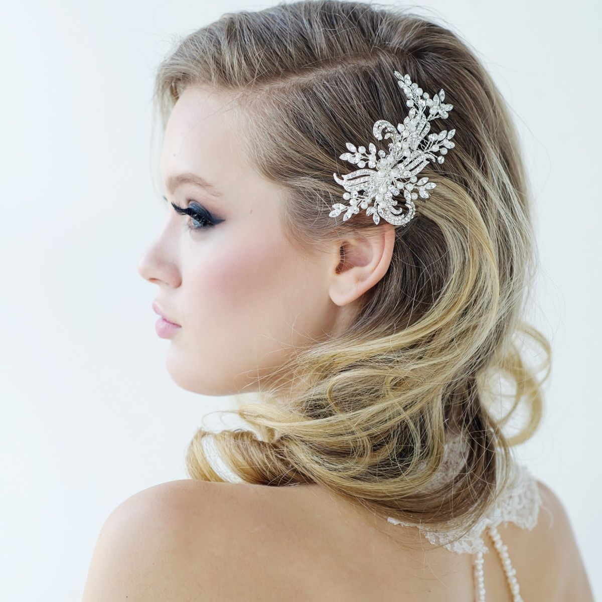 side swept hair with hair comb | wedding | wedding