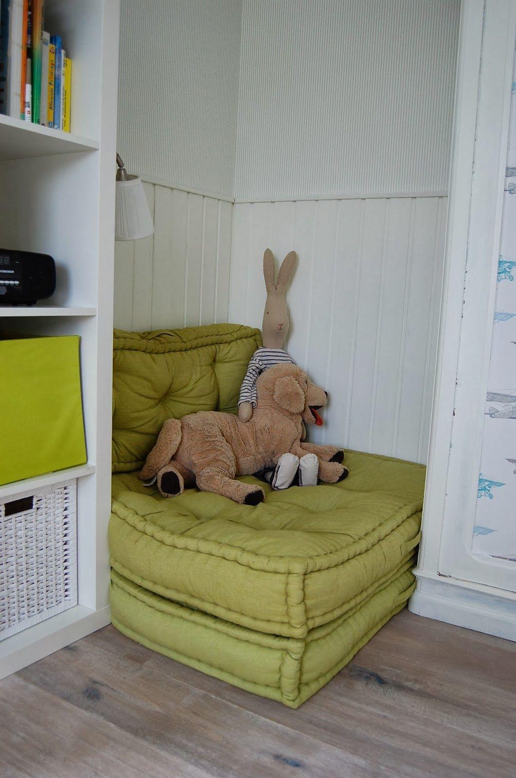 Leseecke im bastelraum bastelzimmer pinterest kinder zimmer kinderzimmer und kuschelecke for Kinderzimmer kleinkind junge