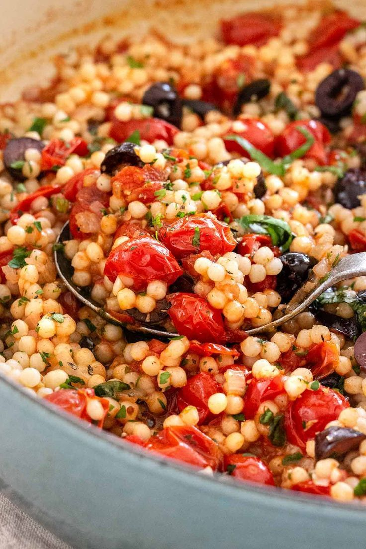 Israeli couscous with tomatoes and olives is a tasty side dish that I have   - Kochrezepte -