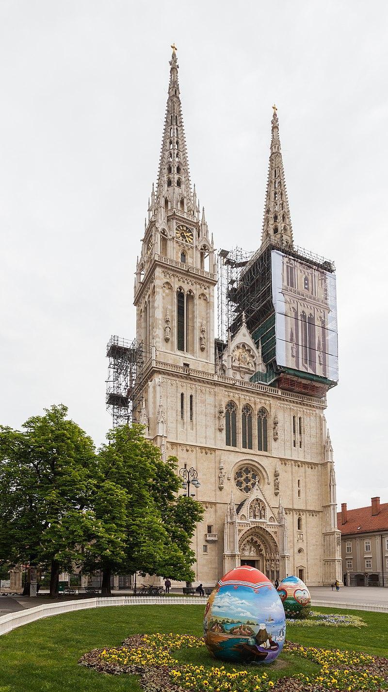 Catedral De Zagreb Croacia 2014 04 20 Dd 35 Cathedrale De Zagreb Wikipedia Cathedral Zagreb Minster