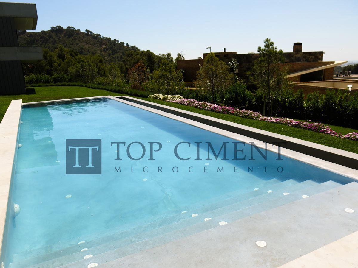 Es piscina en exterior revestida con microcemento - Microcemento para piscinas ...