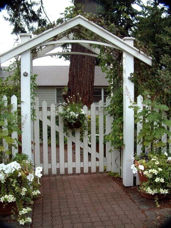 5 Spectacular Wooden Fence On Hill Ideas Wooden Garden Gate