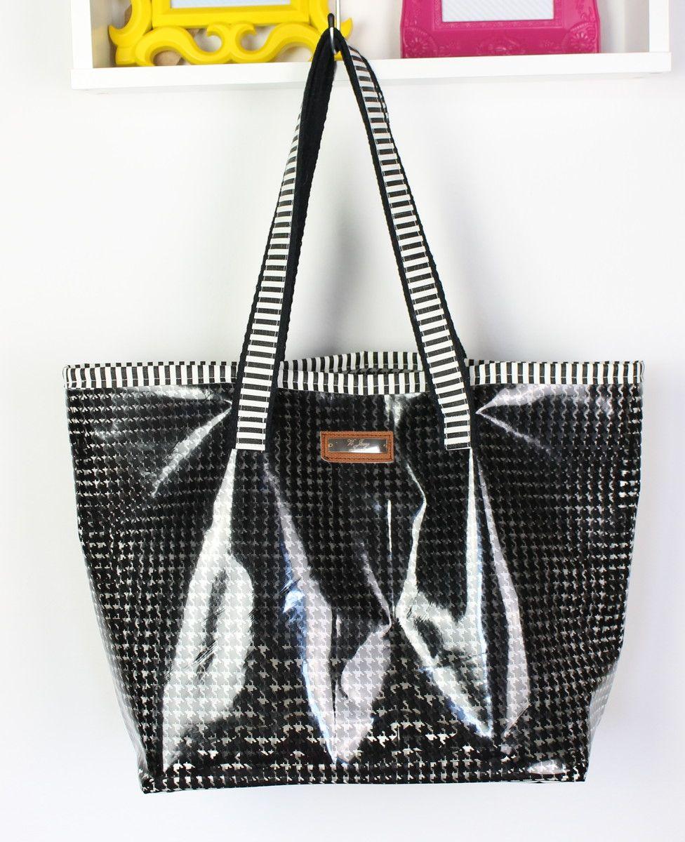 aad600da0 Bolsa de praia em plástico cristal, estampado com pied de poule preto e  detalhes em