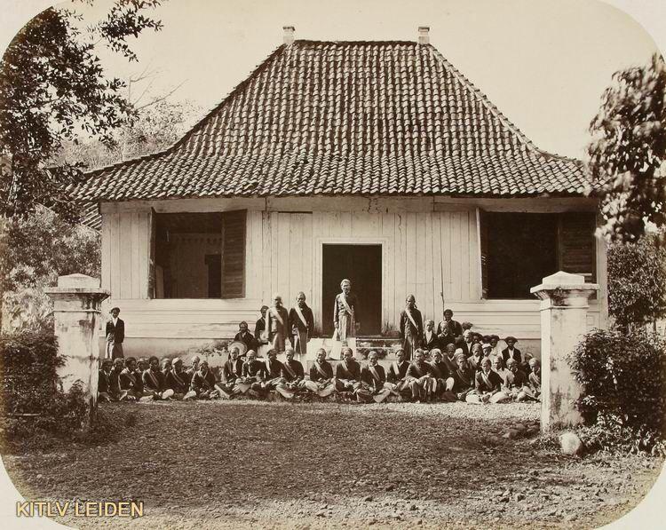 Pin oleh rep sigw di rumah jadul Sejarah, Kalimantan