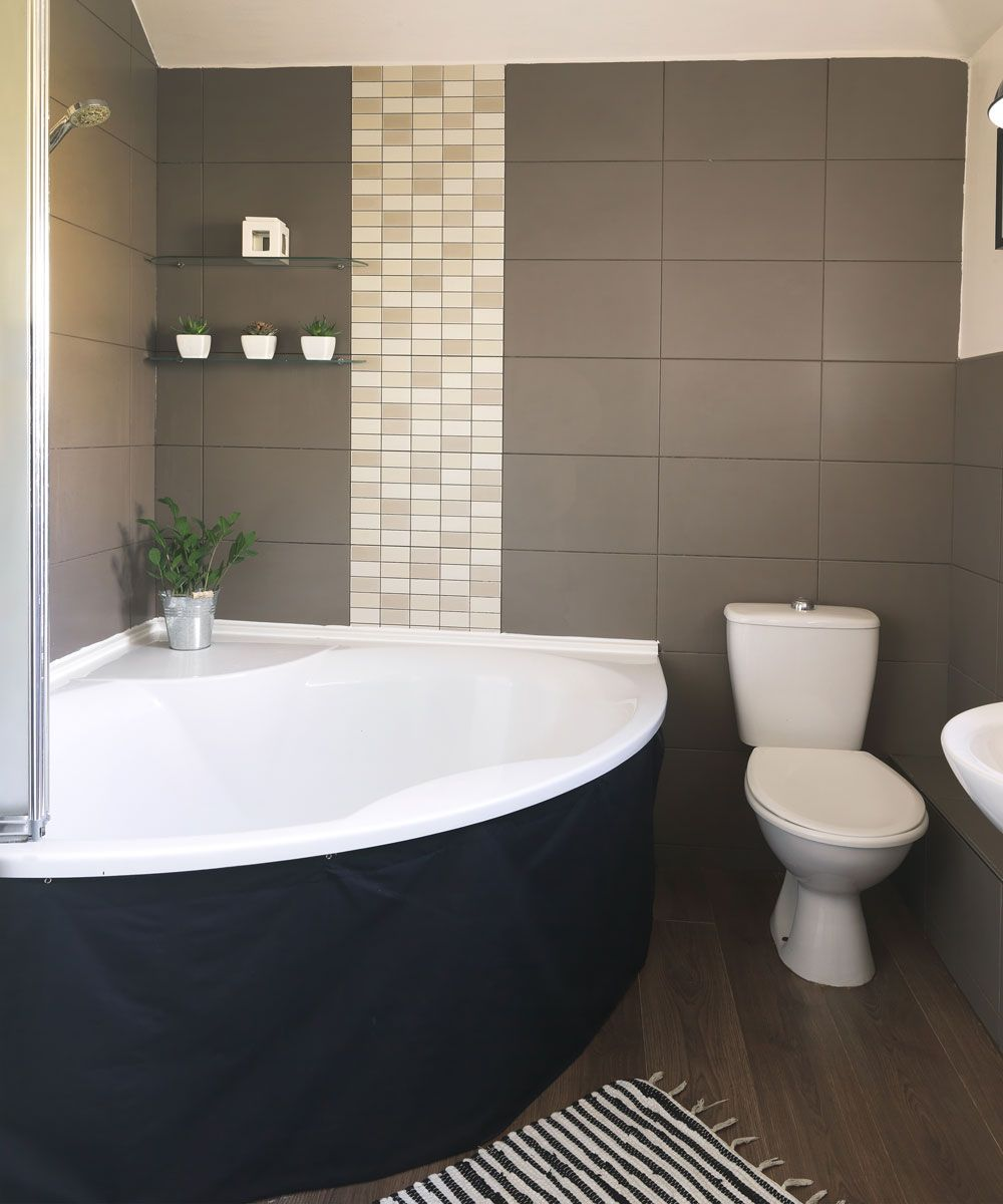 Step Inside This Personality Packed Home In Hampshire Traditional Bathroom Classic Bathroom Bathroom Interior