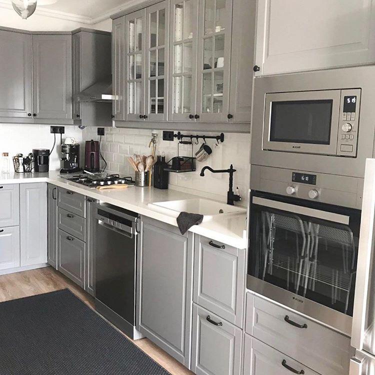 Instagram Da Ev Gezmesi Konforlu Ve Keyifli Dekoruyla Izmir Den Bir Denizzblog Evi Butun Kareler Evgezmesi Kitchen Furnishings Kitchen Design Kitchen Plans