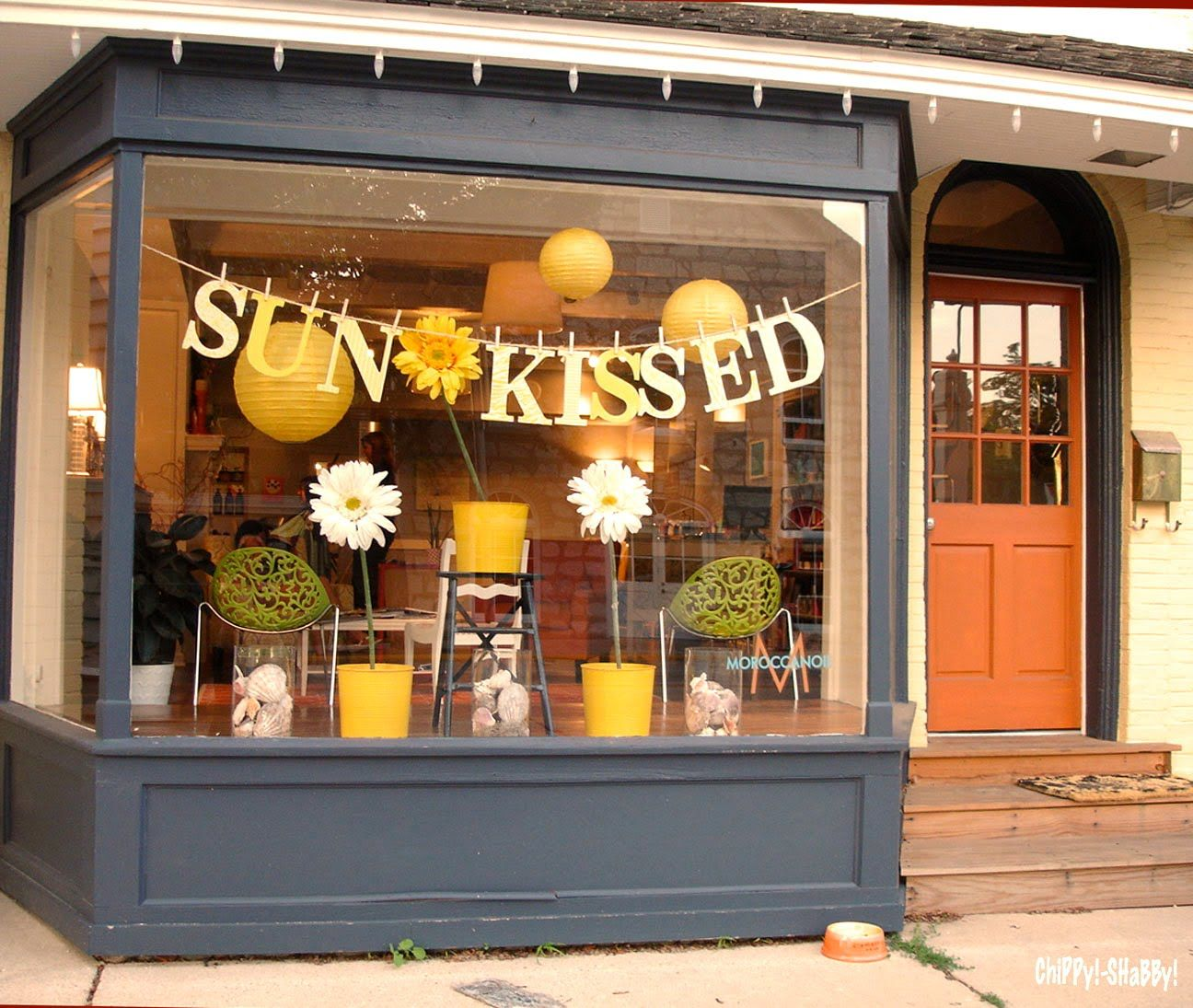Window display summer on pinterest summer window for Boutique window display ideas