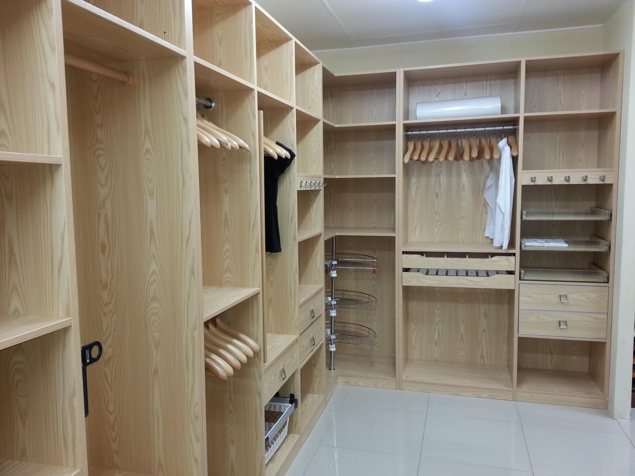 Walk in closet design from oppein south for Design a closet layout