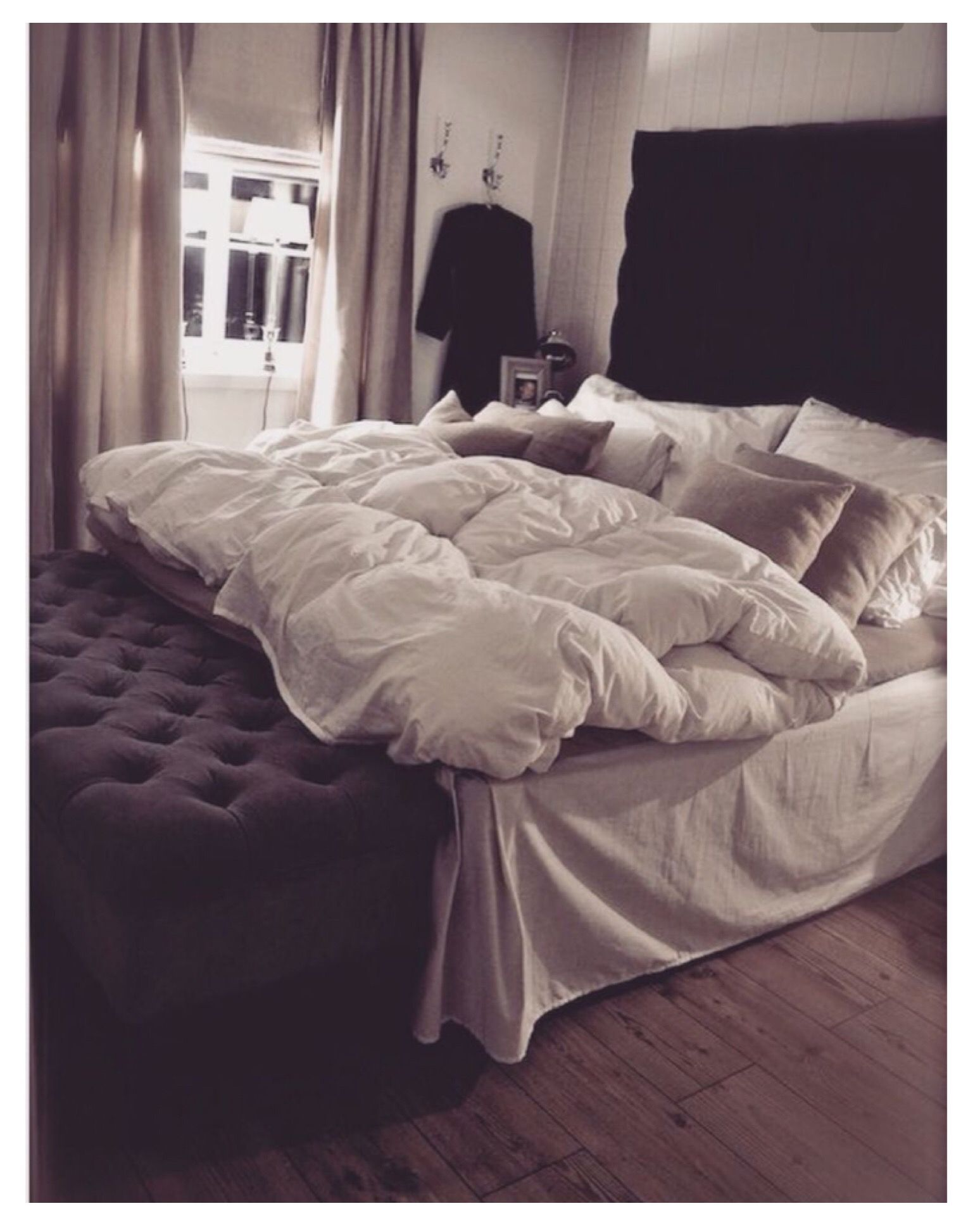 I Want An Ottoman At The Foot Of My Bed