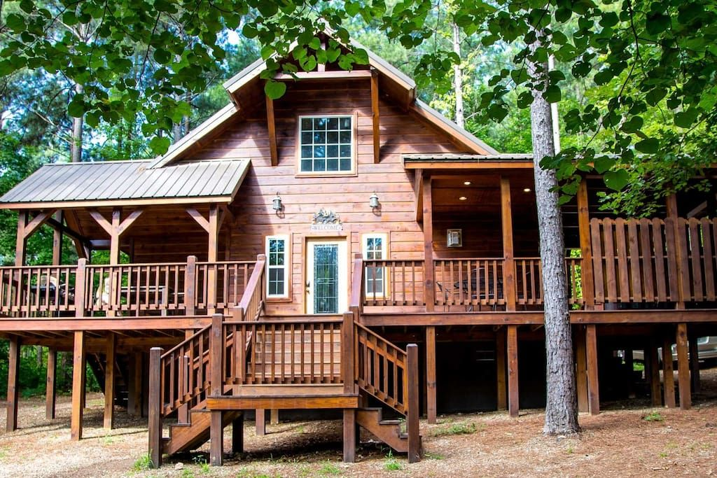 Cabin In Broken Bow United States Two Bedrooms And A Loft Don Amp X27 T Take Up All The Room In This Cabin With A Beautiful Fully Eq Cabin Lodge Broken Bow